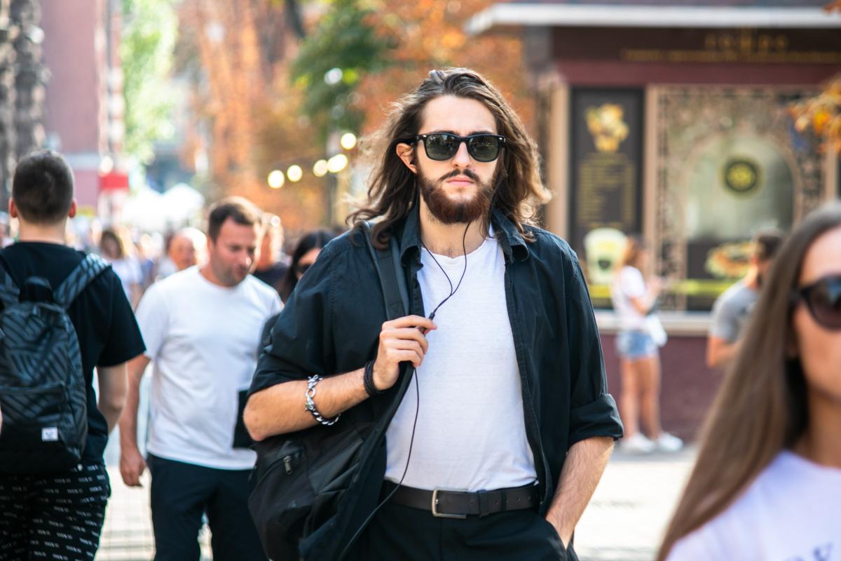 Все чаще на улицах можно увидеть людей, добавивших к своему гардеробу хотя бы рубашку