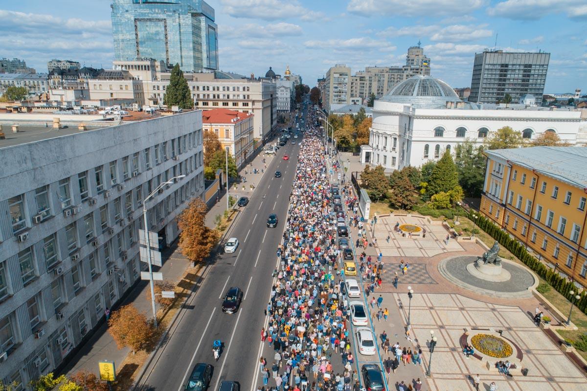 Тысячи людей прошлись по центру Киева