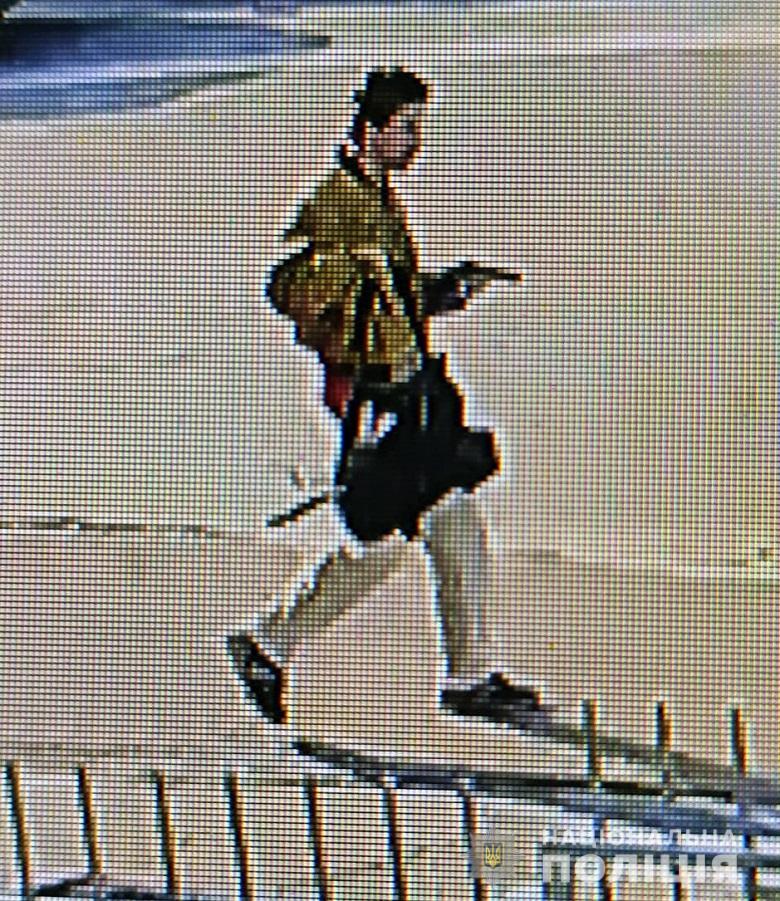 Полиция разыскивает этого мужчину и просит сообщить, если вы видели стрелявшего