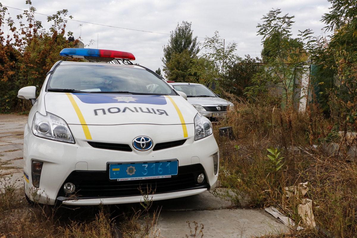 В Киеве на улице Приколейная, 21 обнаружили труп мужчины