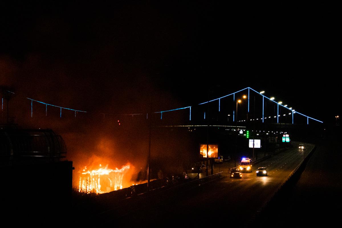 В ночь на 26 сентября в Киеве на Почтовой площади начался масштабный пожар