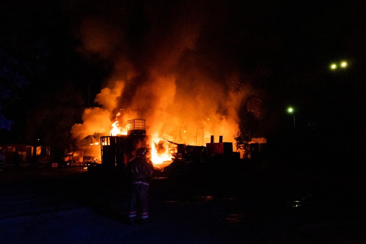 В ночь на 26 сентября в Голосеевском районе Киева по адресу улица Промышленная, 4 произошел пожар
