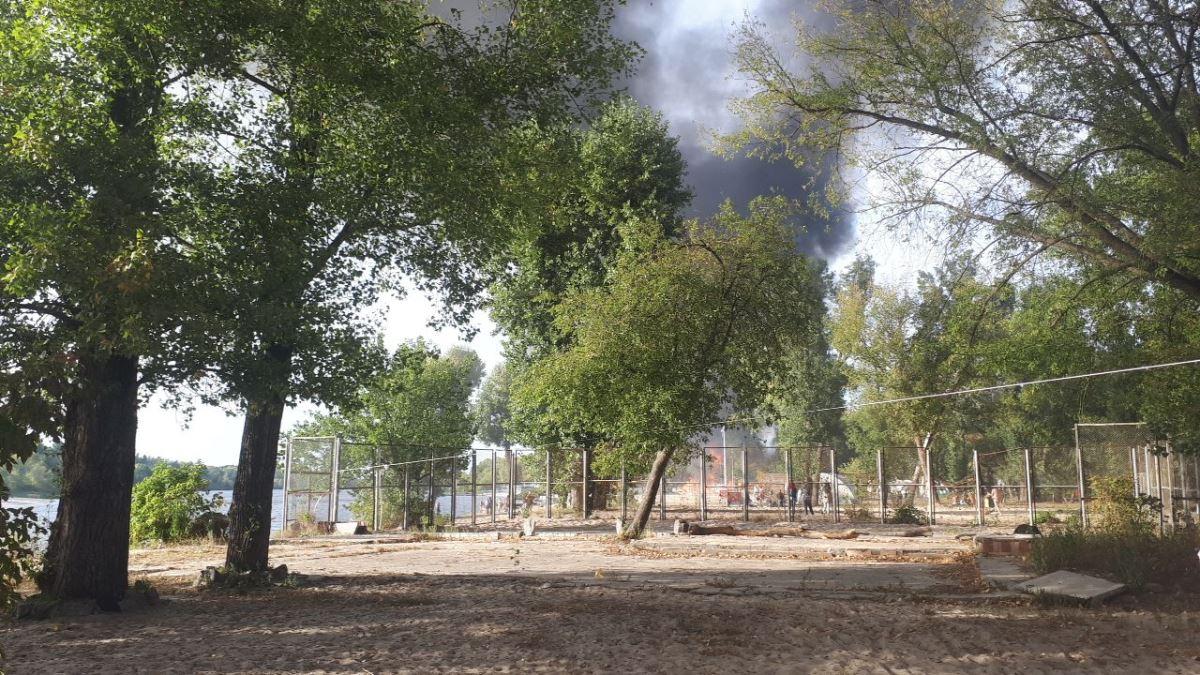 Площадь пожара по состоянию на 17:30 - 500 квадратных метра