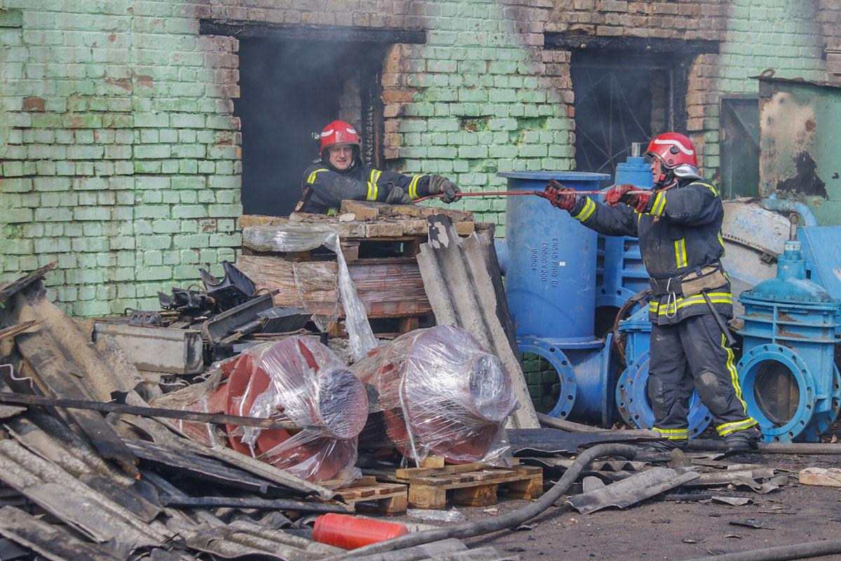 Площадь возгорания составила около 500 квадратных метров