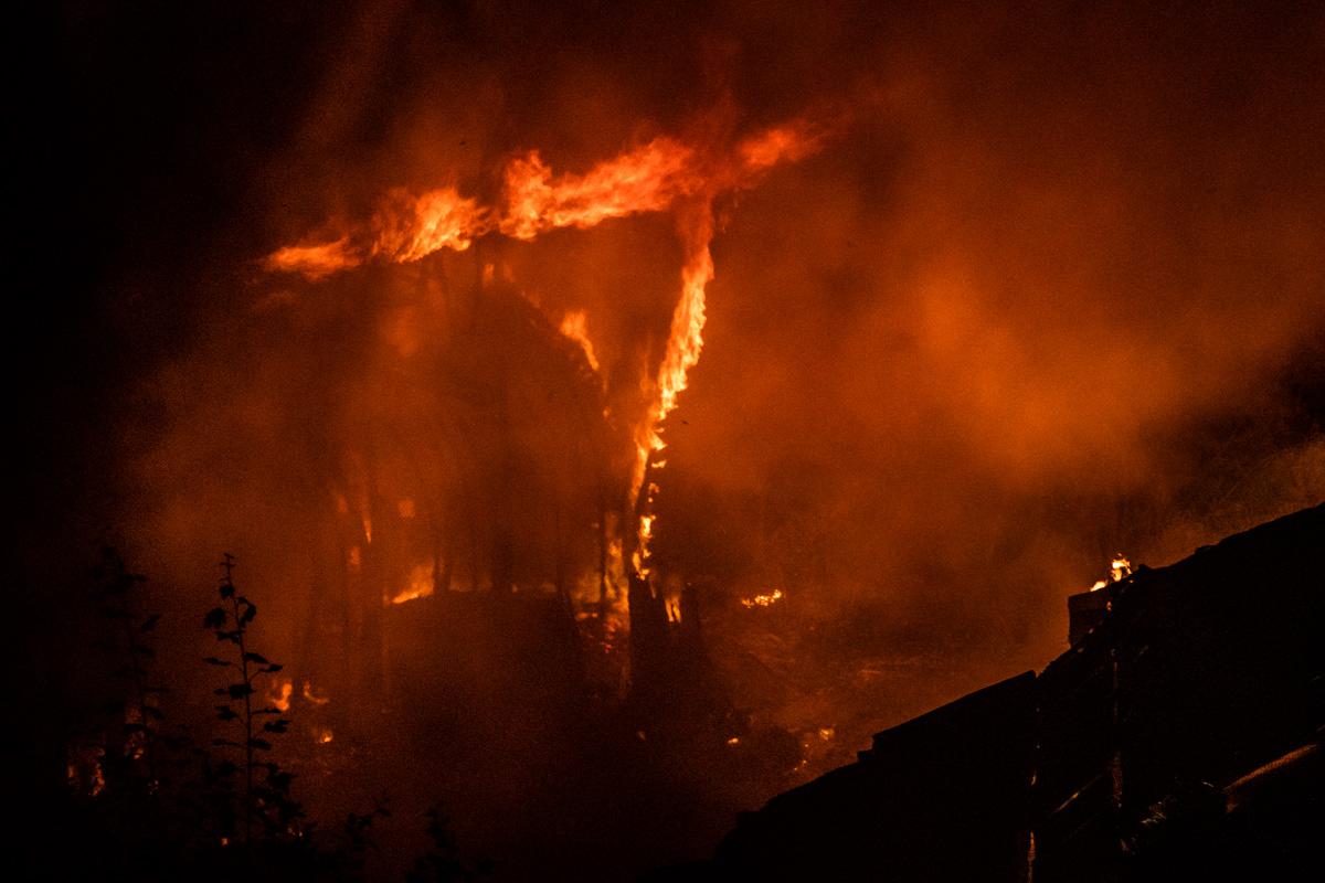 Площадь пожара составила около 300 квадратных метров