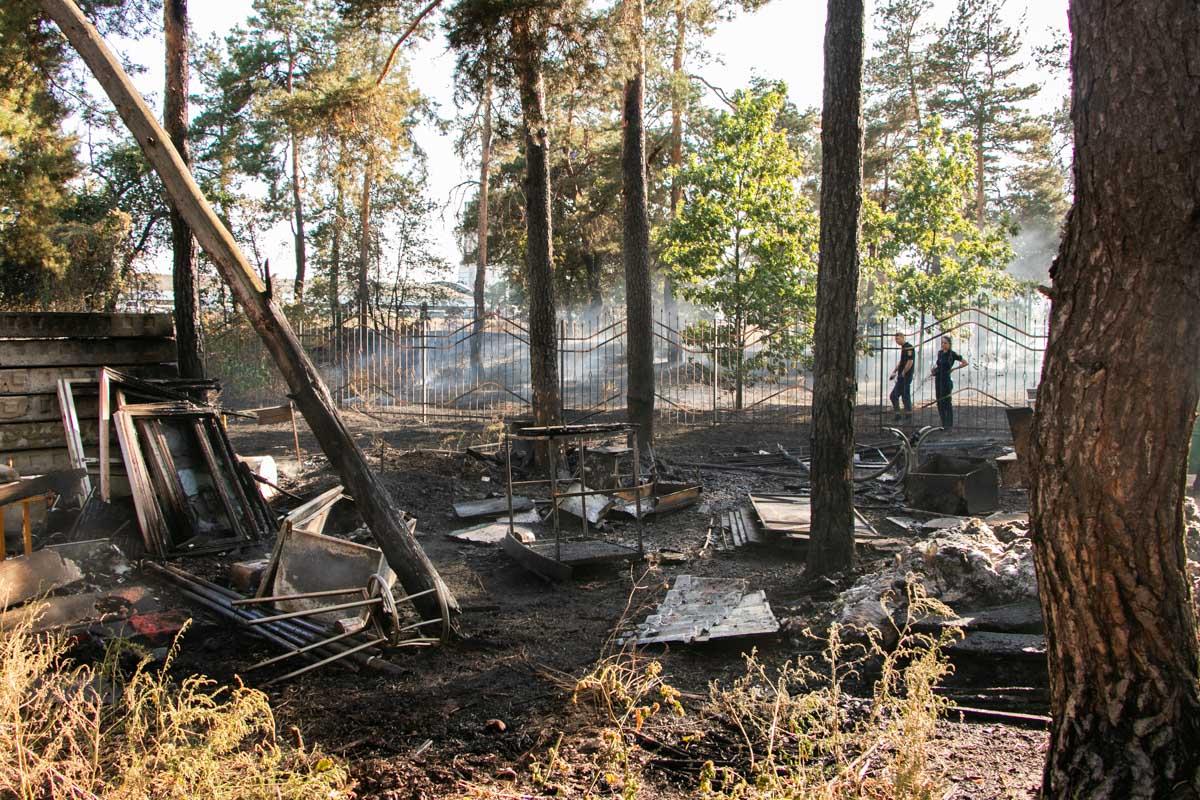 Огонь распространился на территории в один гектар