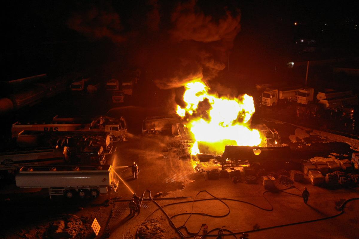 В Киеве на улице Вискозная вспыхнул масштабный пожар