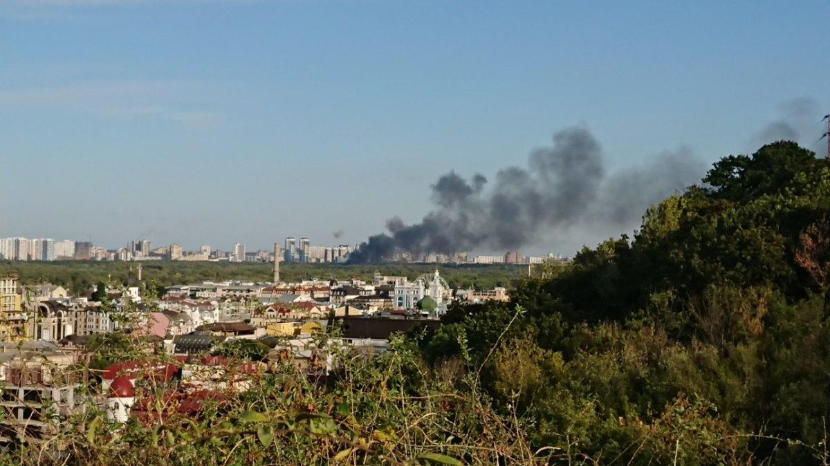 Черный дым видно из разных районов города