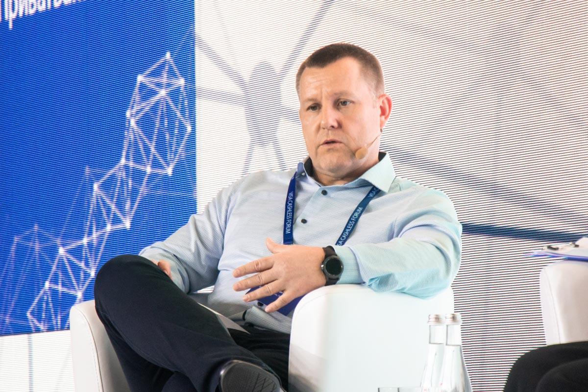 Петр Крумханзл рассказал, что скоро люди смогут оплачивать покупки при помощи FacePay