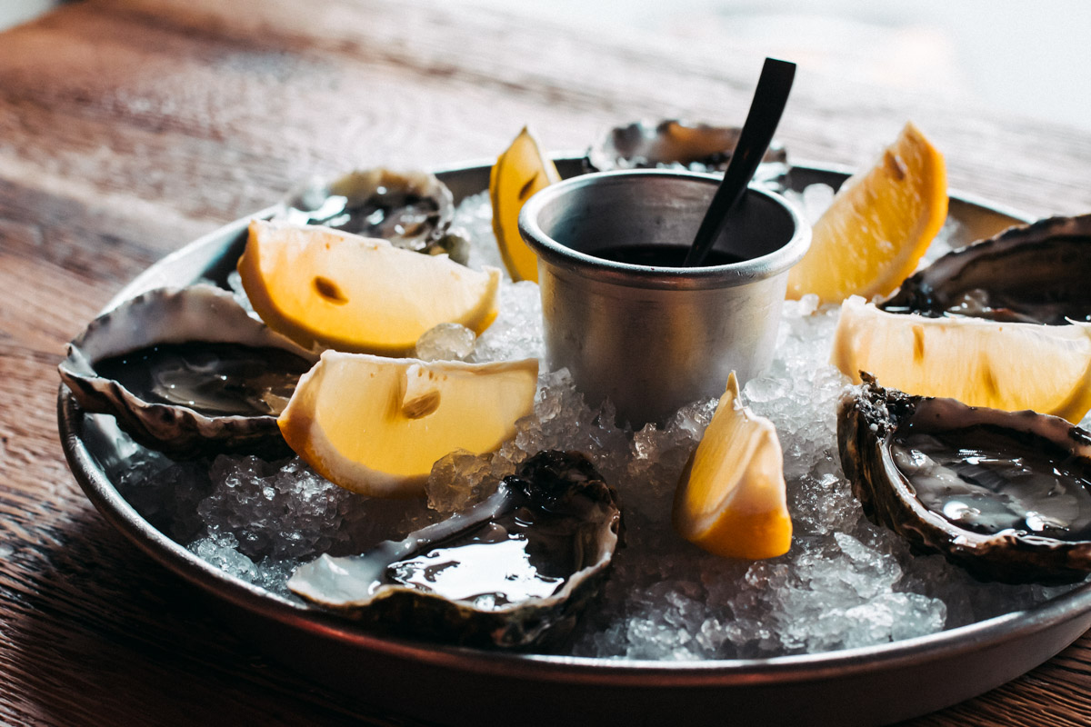 Но фишка ресторана - устрицы и живые морепродукты