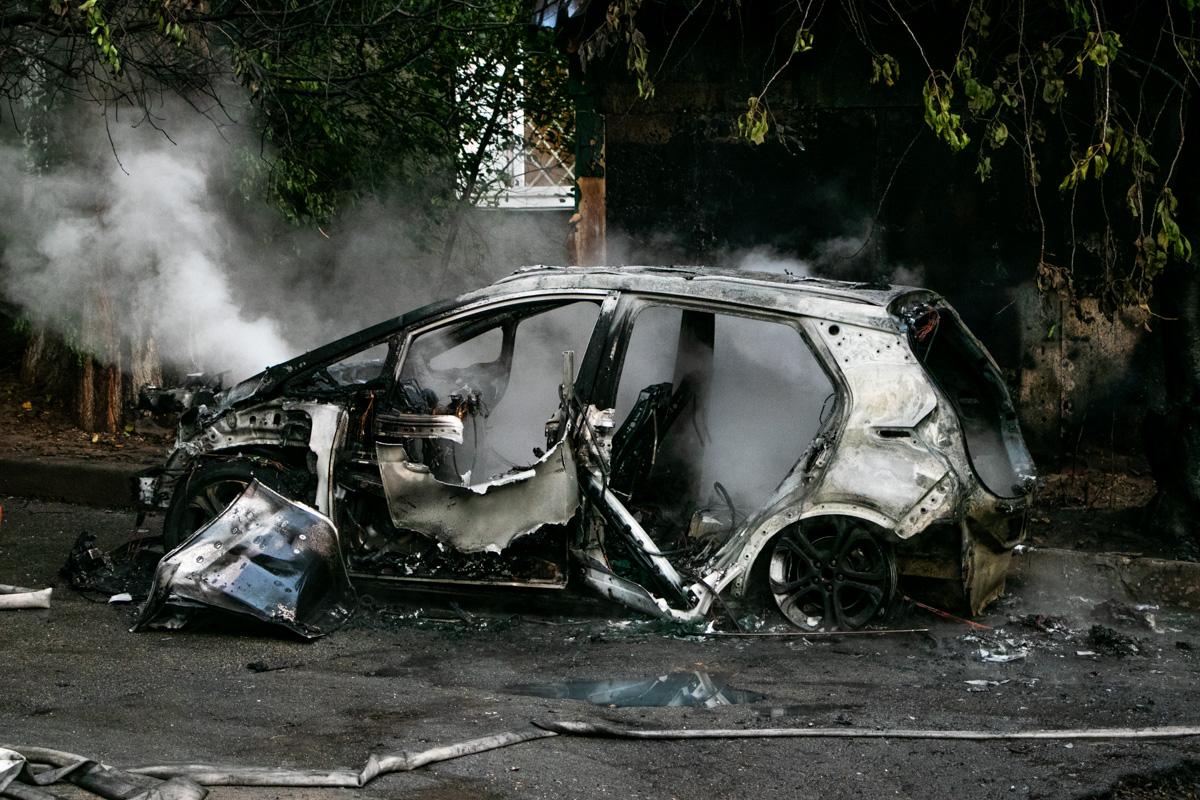 Автомобиль сгорел дотла