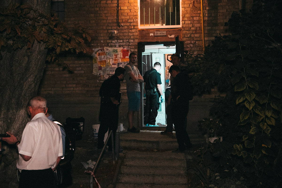 Мужчина убил свою бывшую жену в одном из подъездов дома