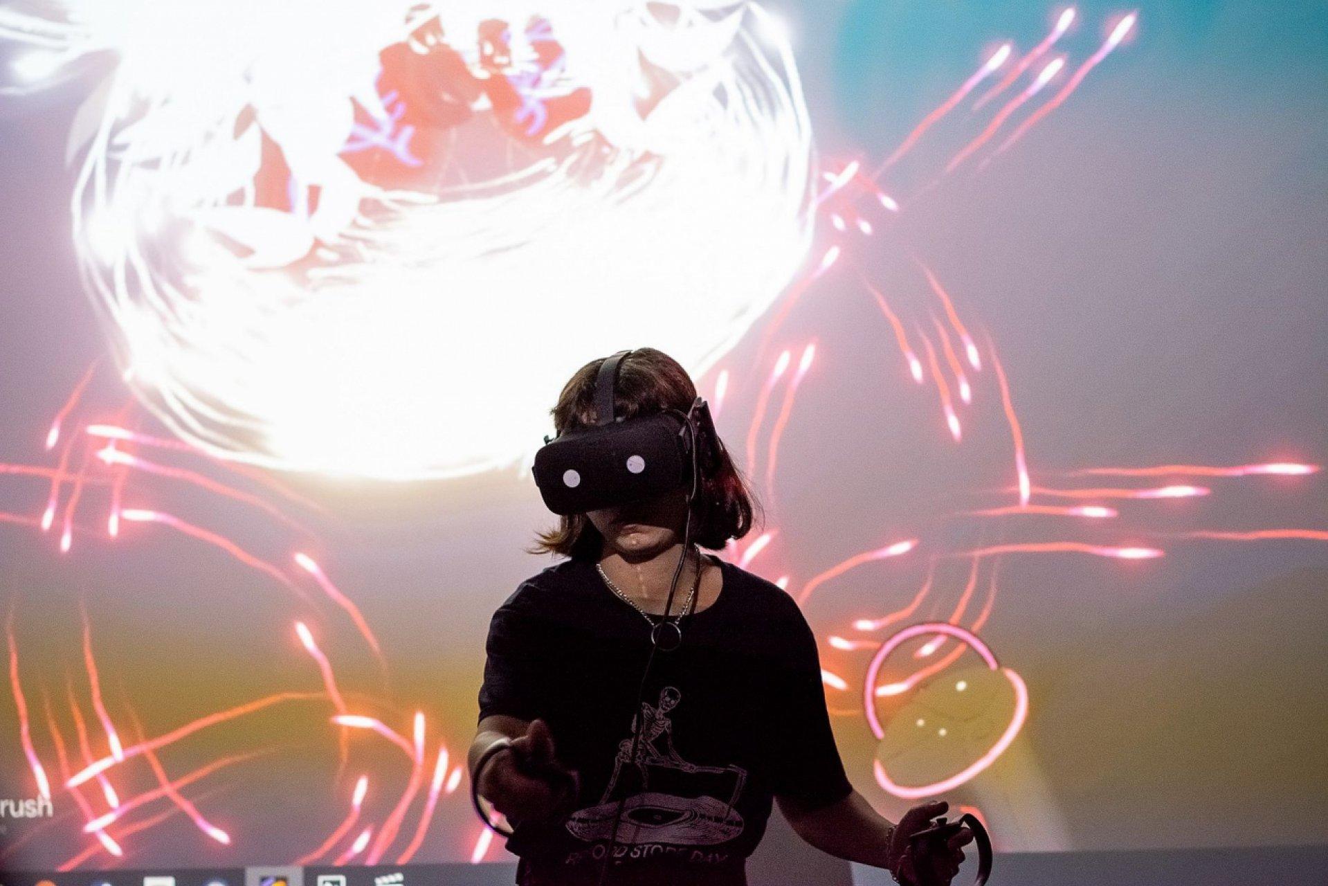 В Киеве открылась выставка украинских художников в виртуальной реальности