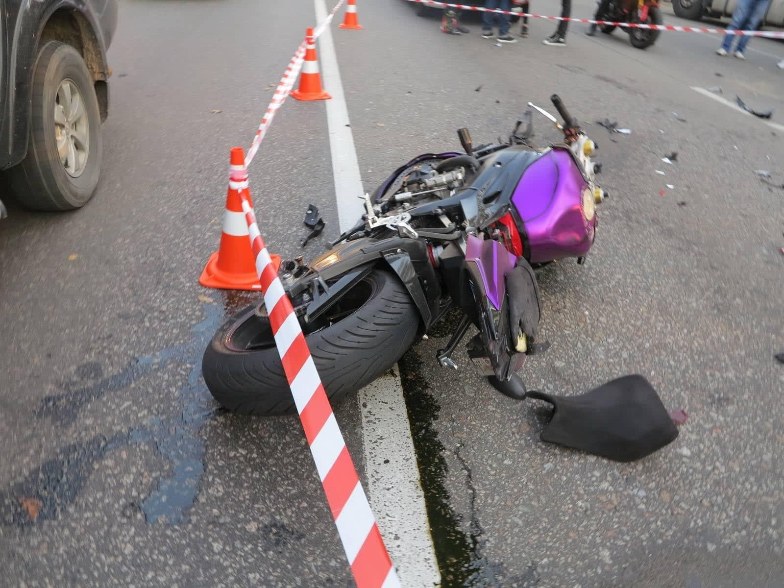 В Киеве на Гостомельской трассе в ДТП погибла девушка-байкер