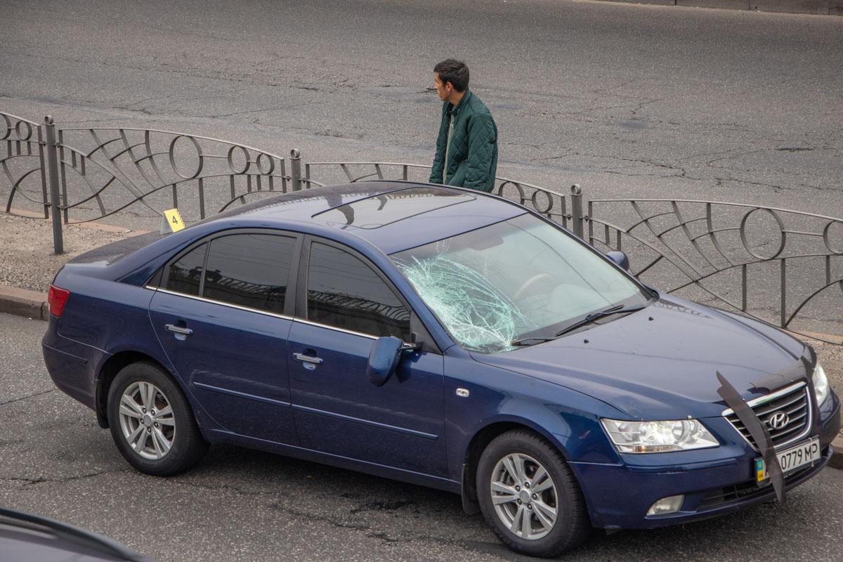Пешеход перебегала дорогу в неположенном месте