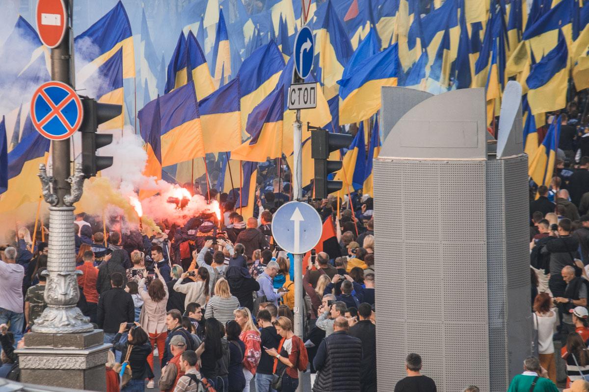 """14 октября по центру Киева начался многотысячный марш """"Ні капітуляції"""""""