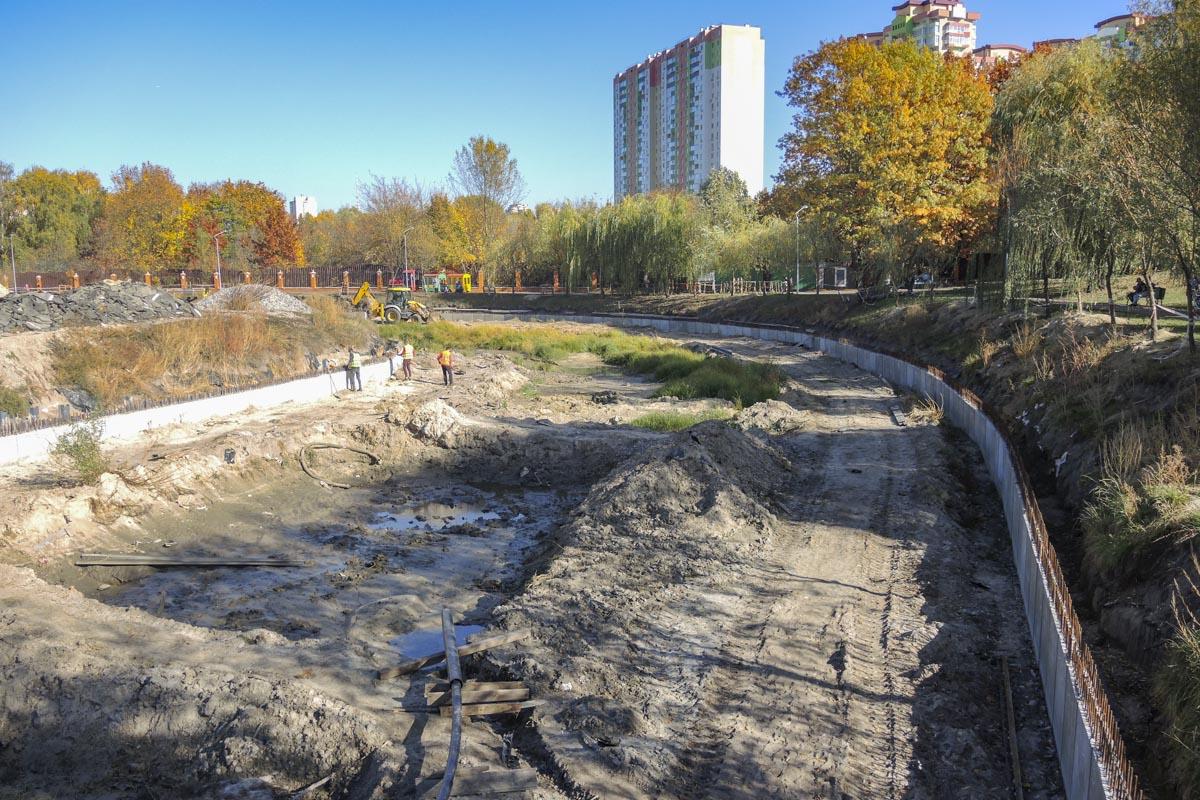 А еще в парке находится пруд
