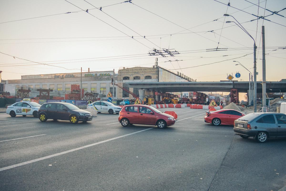 В воскресенье, 20 октября, над проспектом Победы установили прогон Шулявского моста