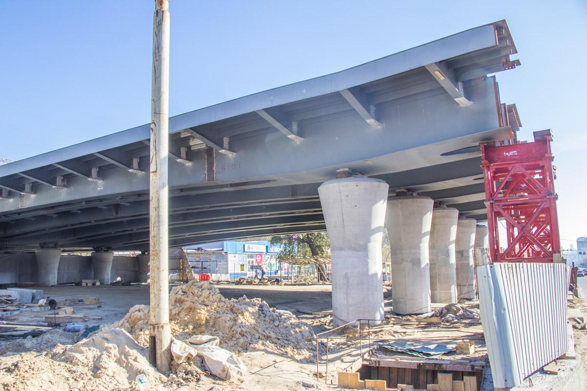 Причиной этому стала информация о том, что на Шулявке планировали возобновить строительство моста