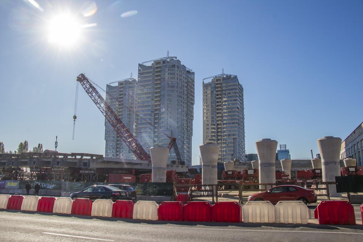 По состоянию на 10:00 13 октября никаких изменений и перекрытий на проспекте Победы мы не обнаружили