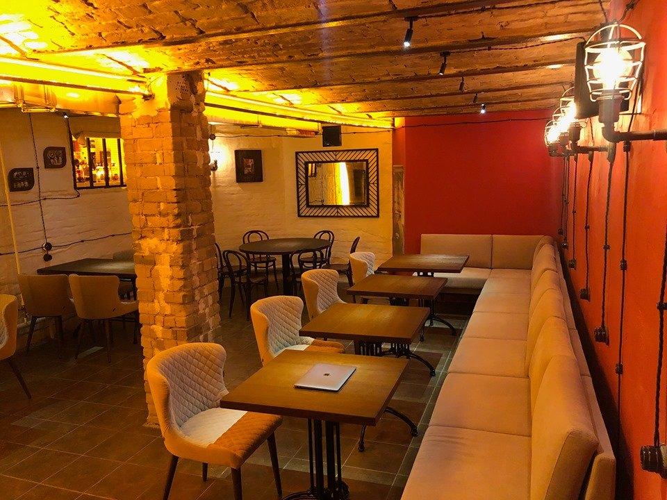 """""""Сухой закон"""" - это новый виски-бар, расположенный в подвале другого бара"""