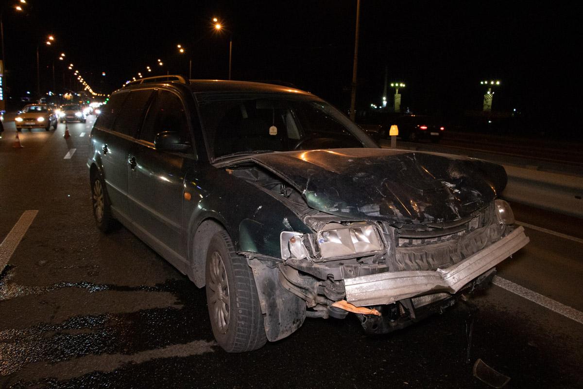 На проспектеГлушкова произошла авария с участием автомобилейVolkswagen,Ford иSubaru