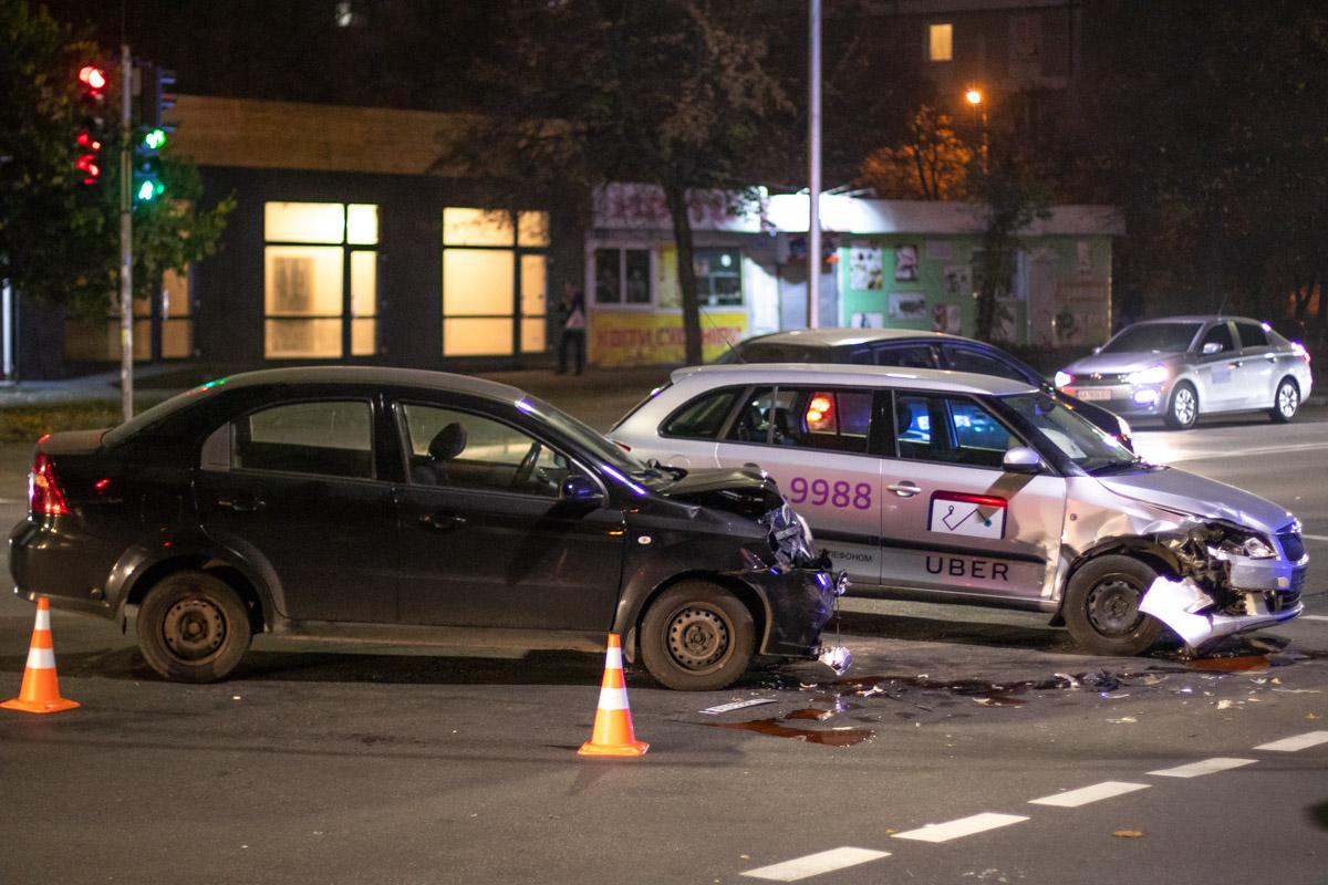 В Дарницком районе Киева на перекрестке Харьковского шоссе и улицы Брацлавской произошло ДТП с пострадавшими