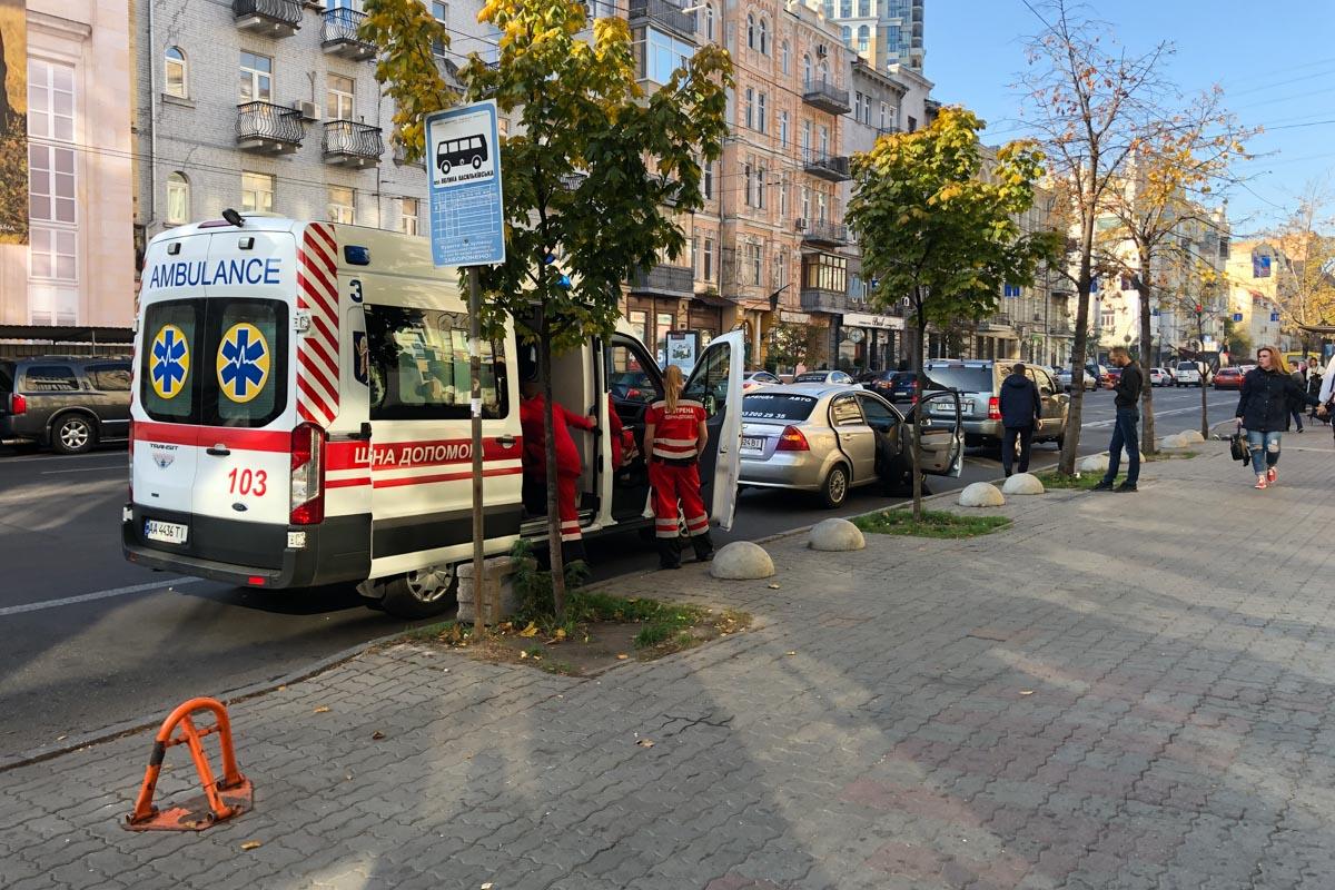 В Киеве на улице Саксаганского мужчина умер во время поездки в такси