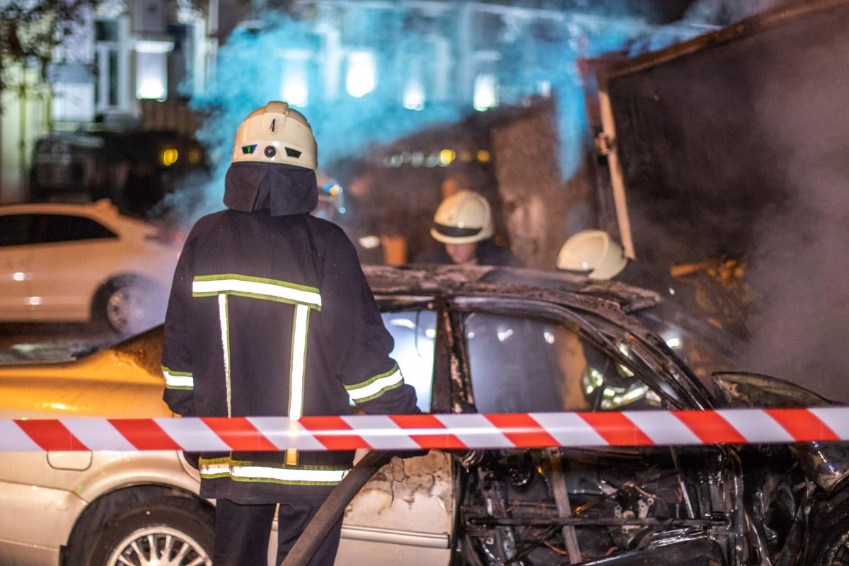 В результате машина загорелась, а огонь перекинулся на грузовик