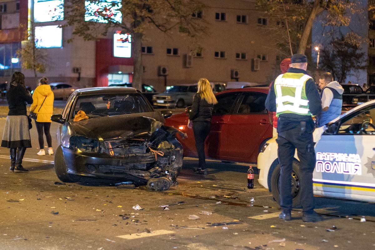 Geely попытался повернуть налево, не пропустил Hyundai и врезался в него