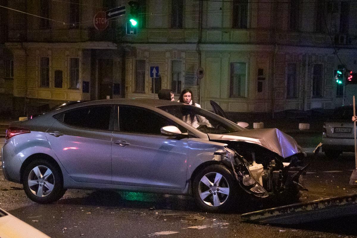 Hyundai лоб в лоб влетел в такси службы Bolt