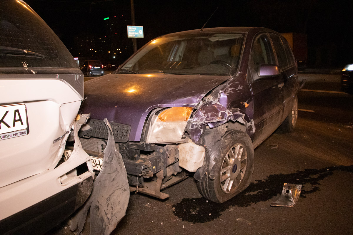 В результате столкновения пострадала девушка-пассажирFord