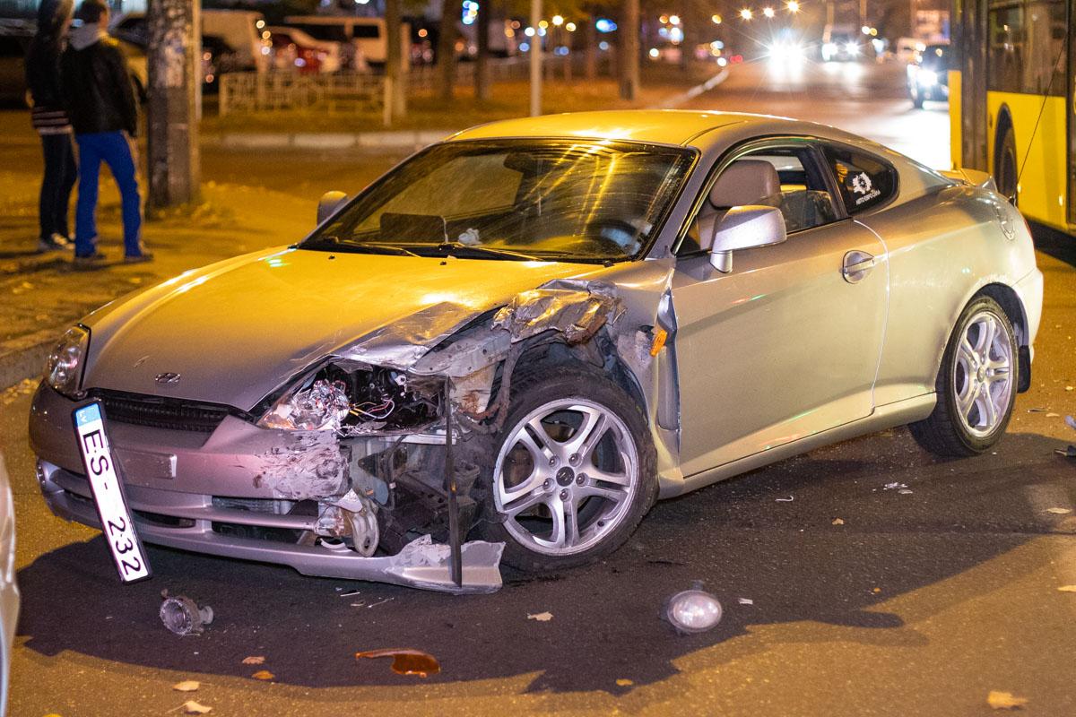 В результате у купе оказалось повреждено левое крыло