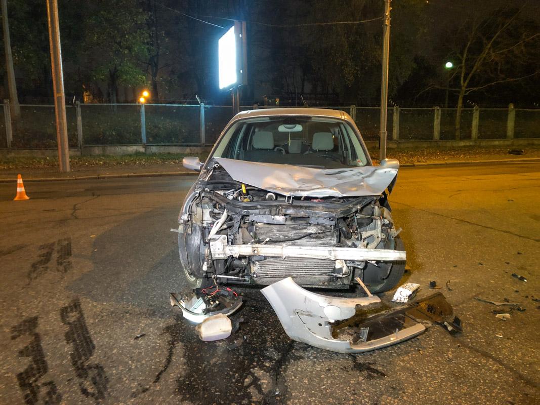 В Киеве по адресу улица Юрия Ильенко 52а произошло ДТП с участием двух автомобилей и мотоцикла
