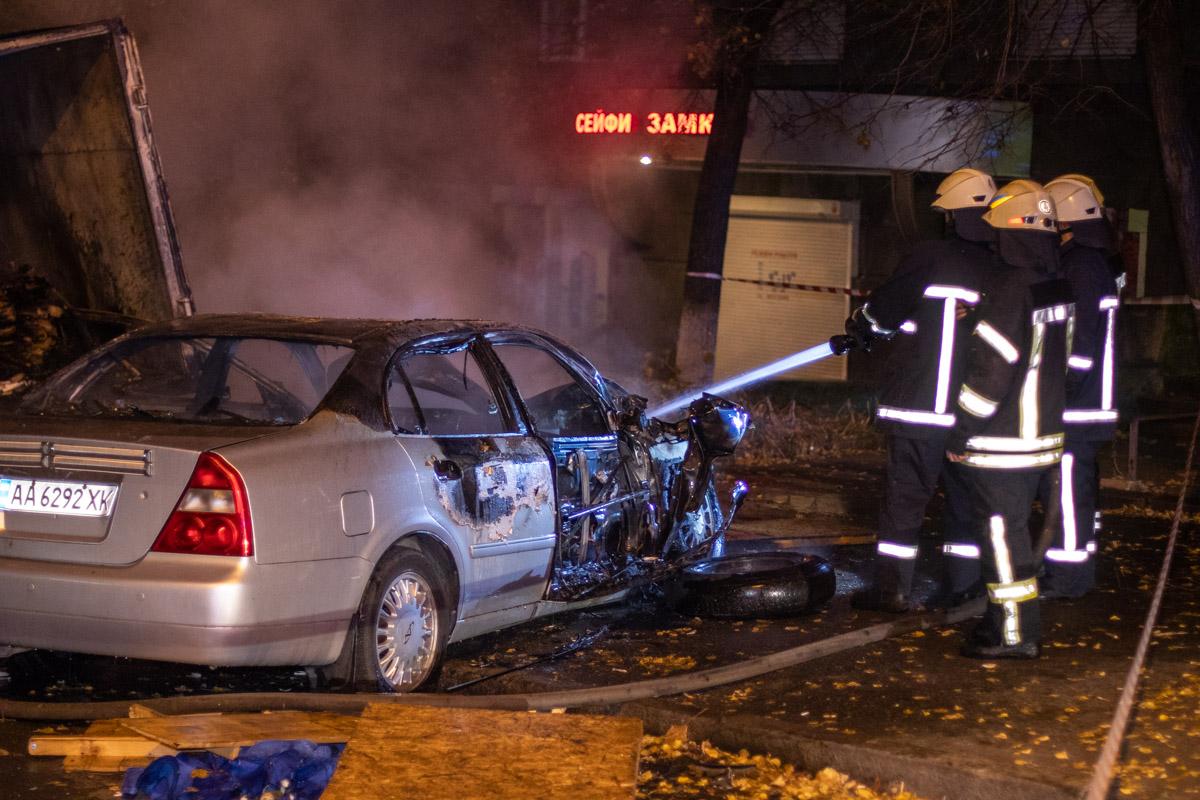 В центре Киева девушка на Cherry пыталась скрыться от полиции и врезалась в грузовик