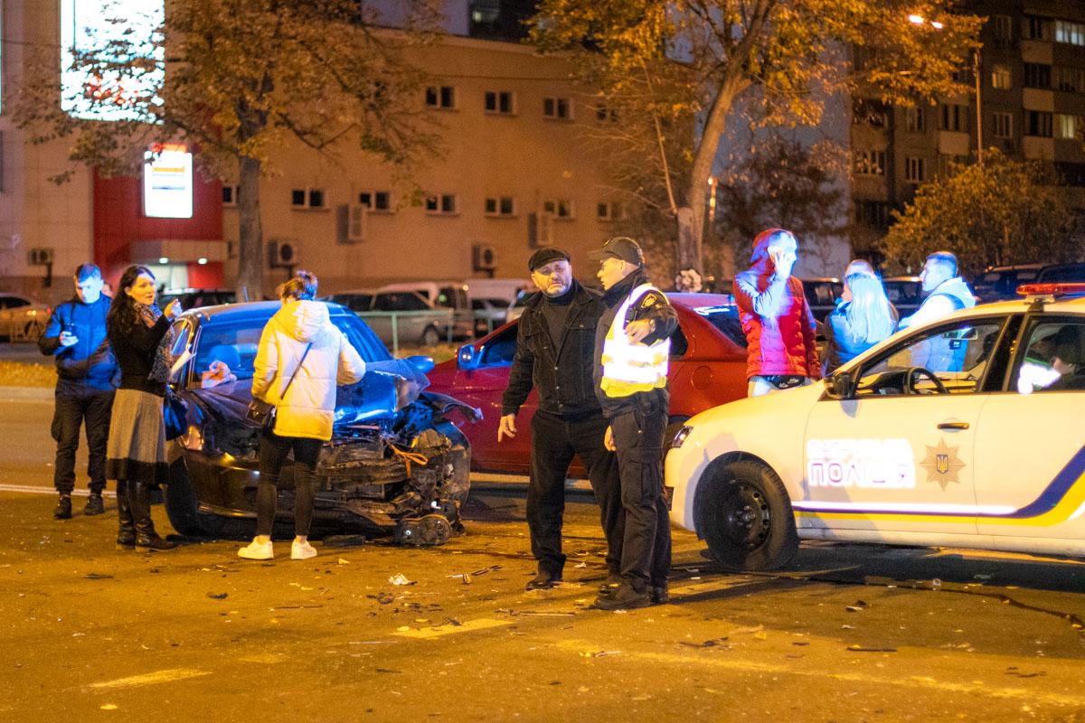 В Киеве на улице Маяковского столкнулись три автомобиля