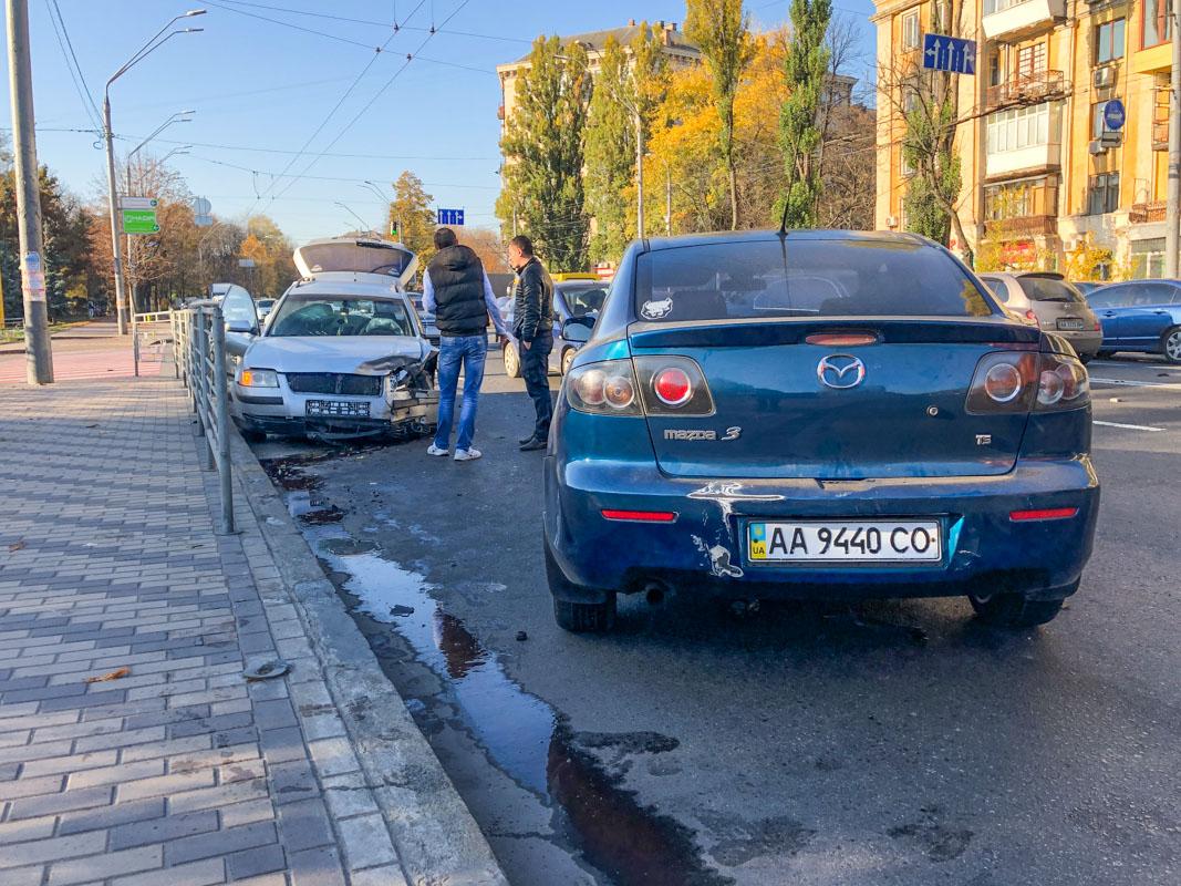 В Соломенском районе столкнулись два автомобиля