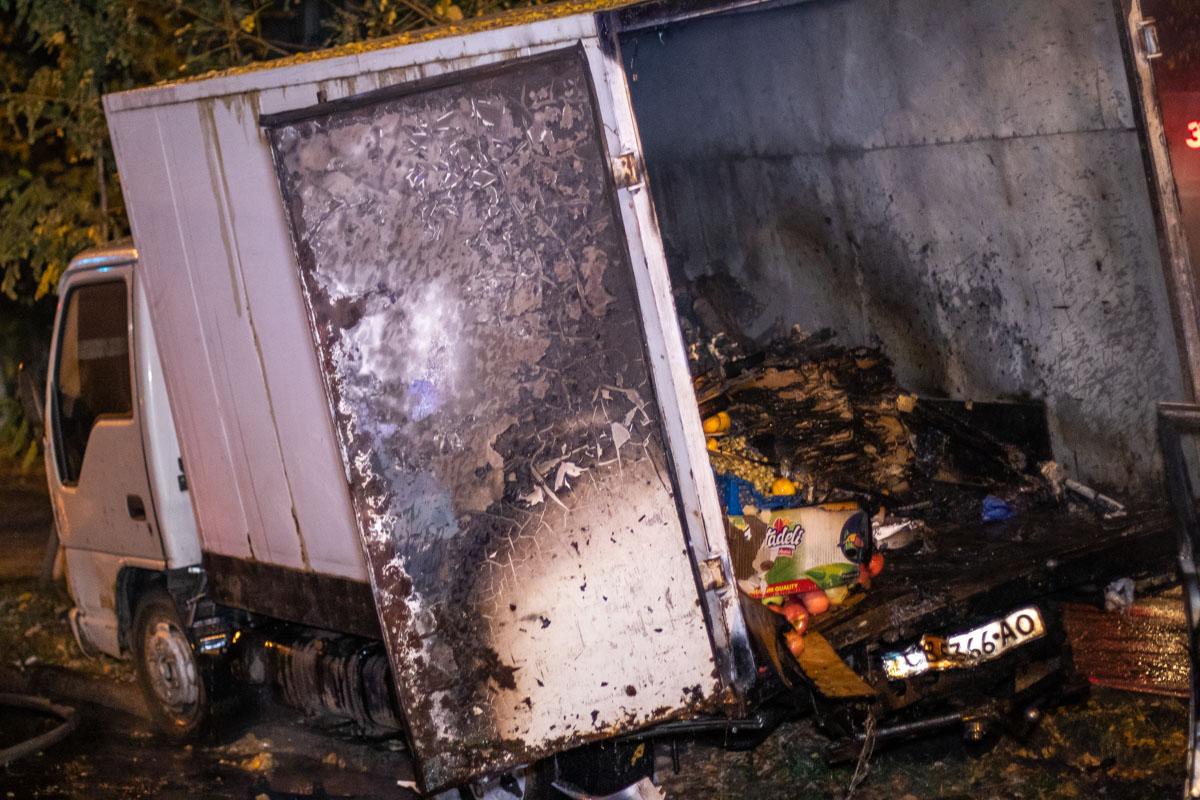 У грузовика серьезно пострадал кузов и груз