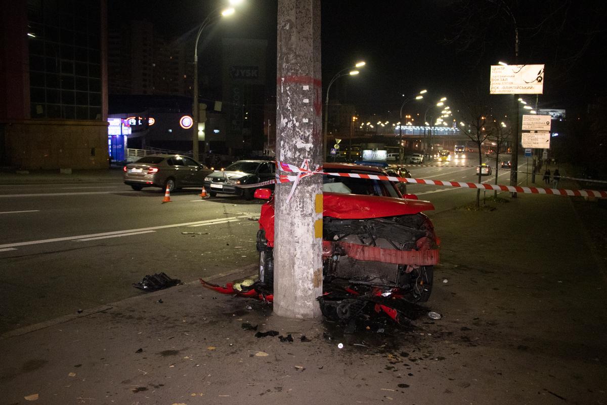 В ночь на 19 октября в Киеве по адресу улица Вадима Гетьмана, 22 произошло ДТП с пострадавшими