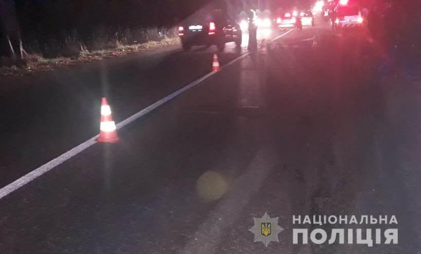 Под Киевом мужчина лег на дороге и погиб под колесами Opel