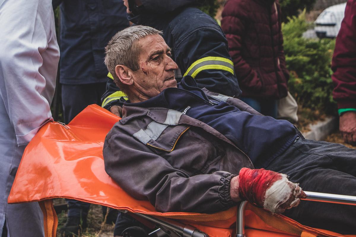 Его госпитализировали в ближайшую больницу
