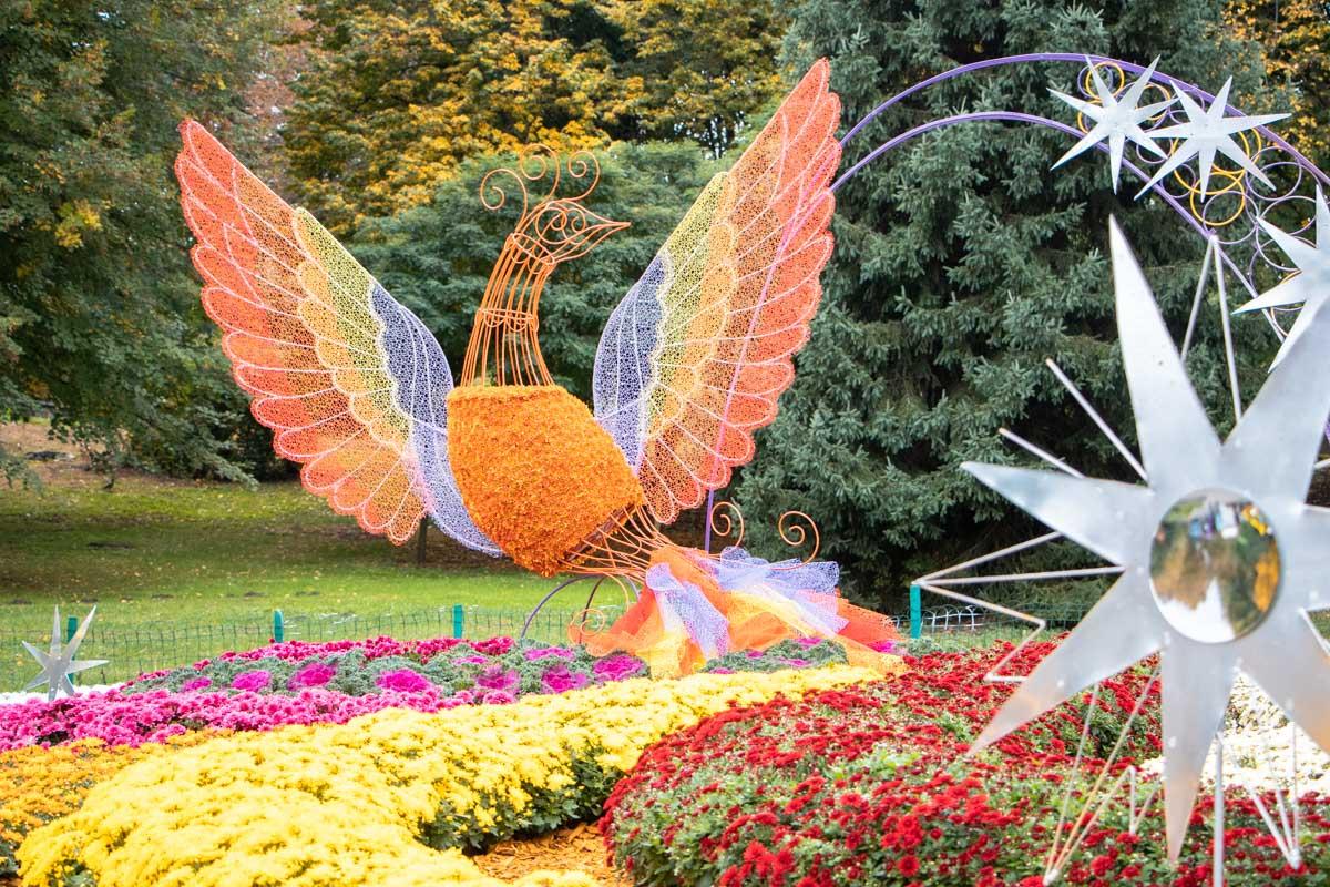 Помимо наслаждения такими вот цветочными картинами гостям будет чем заняться