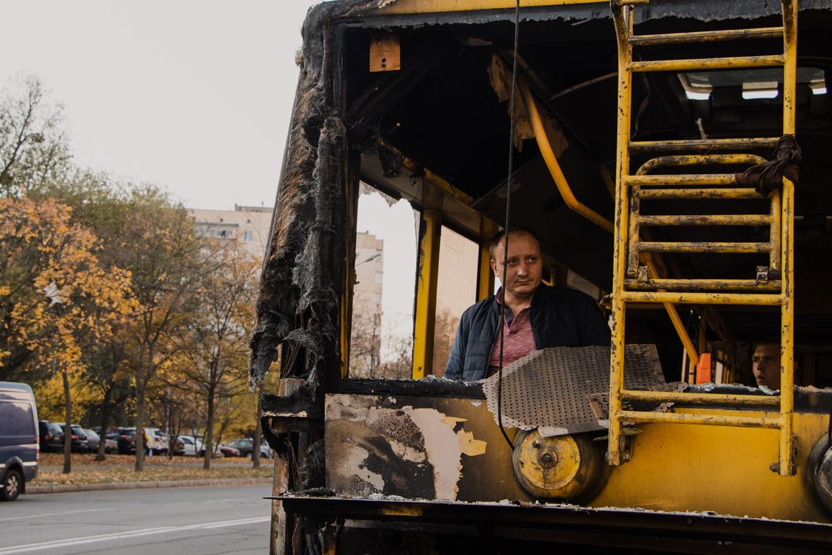 В результате пожара поврежден кузов и лакокрасочное покрытие общественного транспортного средства