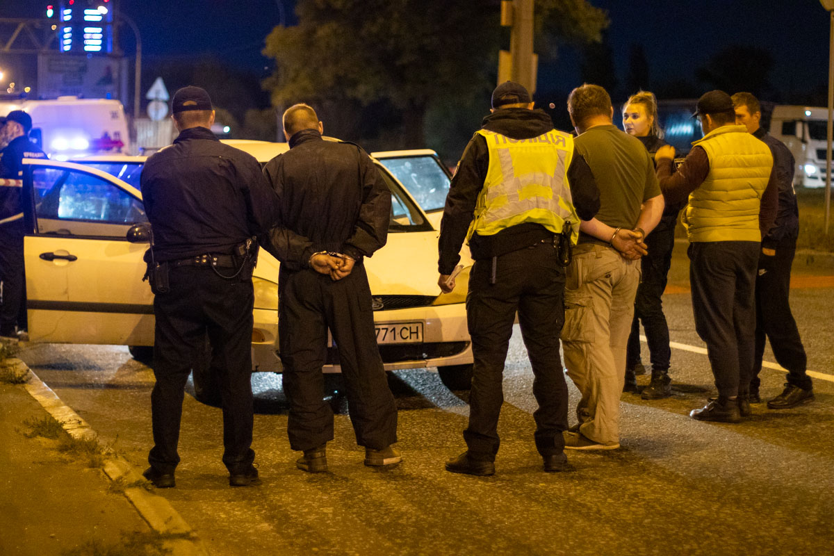 Патрульные задержали четырех стрелков
