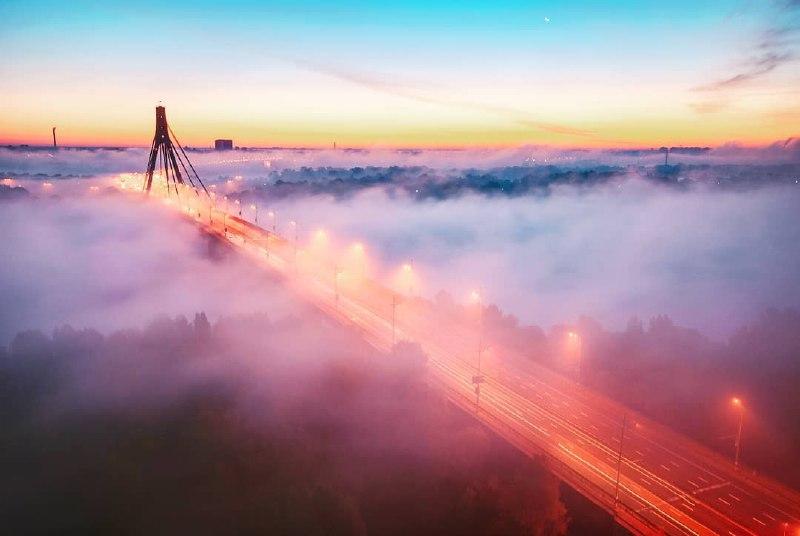 Если с утра выйти к Северному мосту, можно случайно оказаться в небе. По следам @alexey_kumov