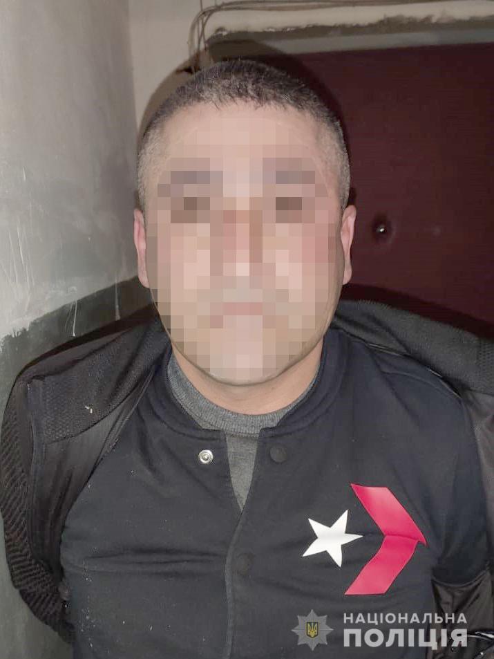 В Киеве мужчина позвал иностранцев в баню и отравил их там