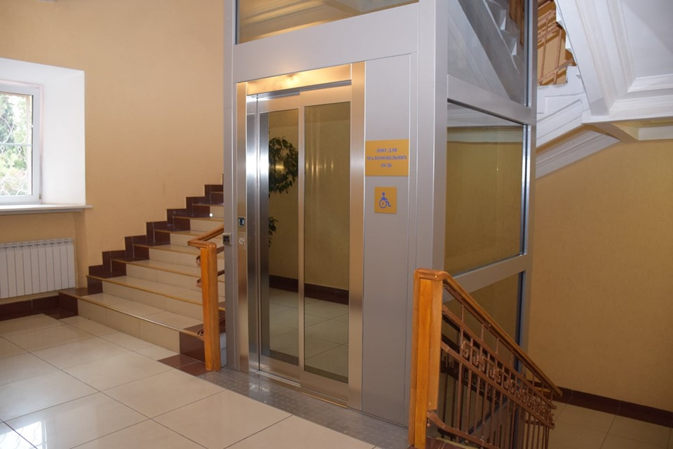 А еще в корпусе установили лифт итальянского производства