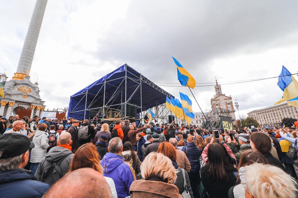 Люди утверждают, что стоят тут за Украину