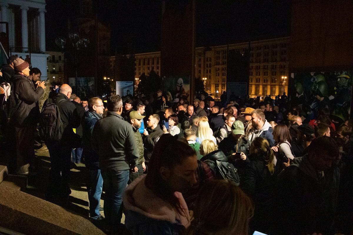 В Киеве на Майдане Независимости собрались несколько десятков человек, которые протестовали против подписания формулы ШтайнмайераВ Киеве на Майдане Независимости собрались несколько десятков человек, которые протестовали против подписания формулы Штайнмайера