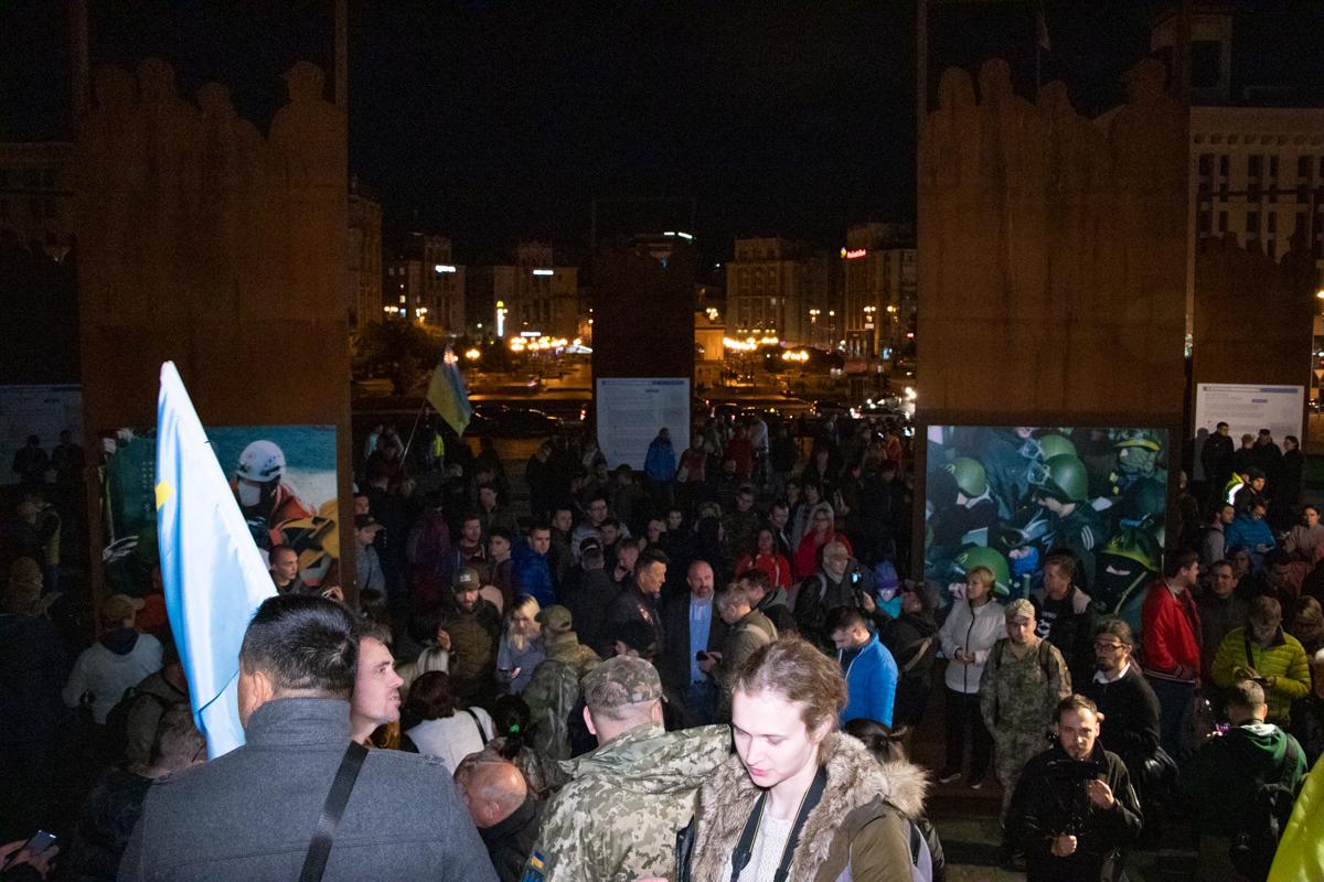 Несмотря на позднее время, участие в акции приняли несколько сотен человек